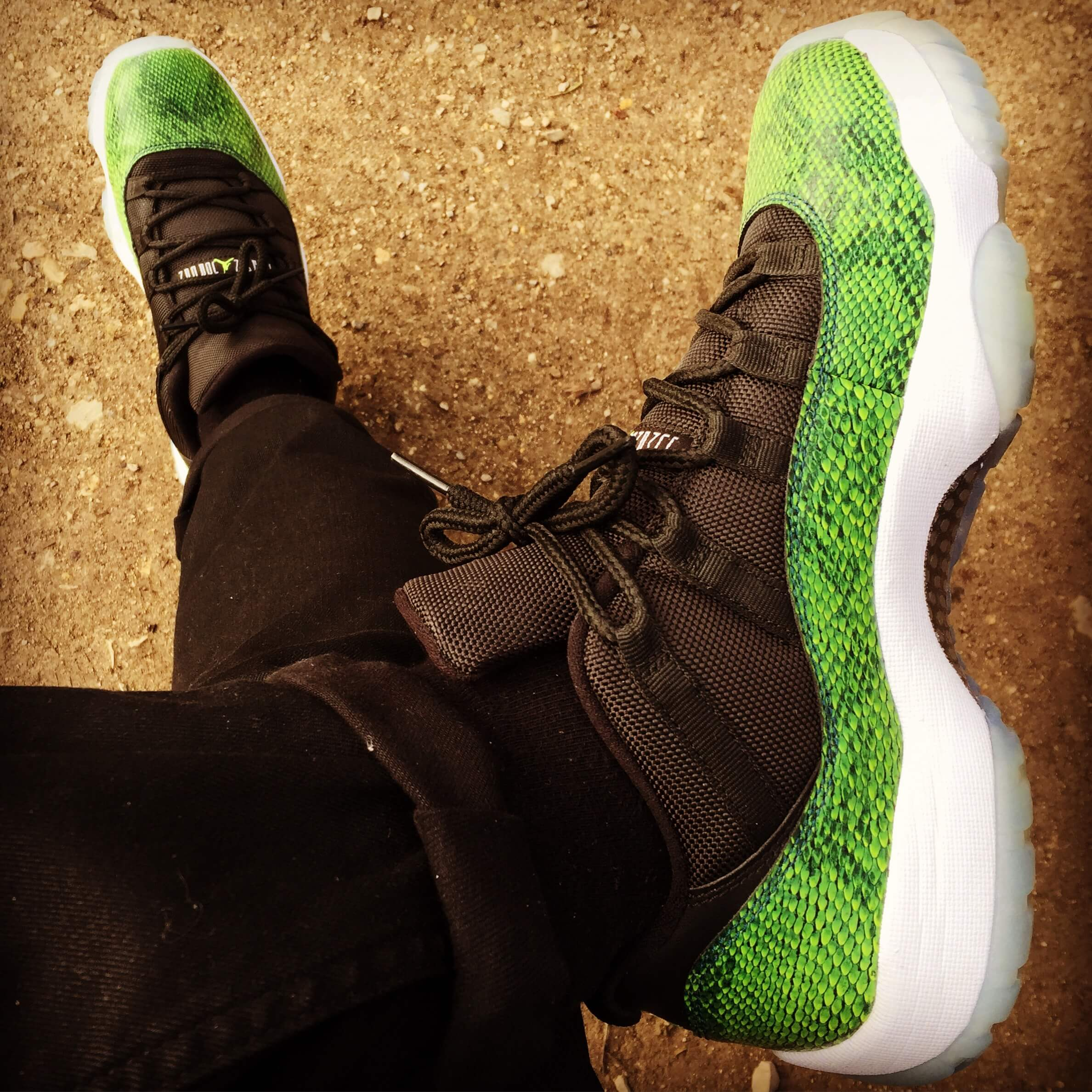 Air-Jordan-11-Low-Green-Snake-Nightshade-Top-View-Benstah