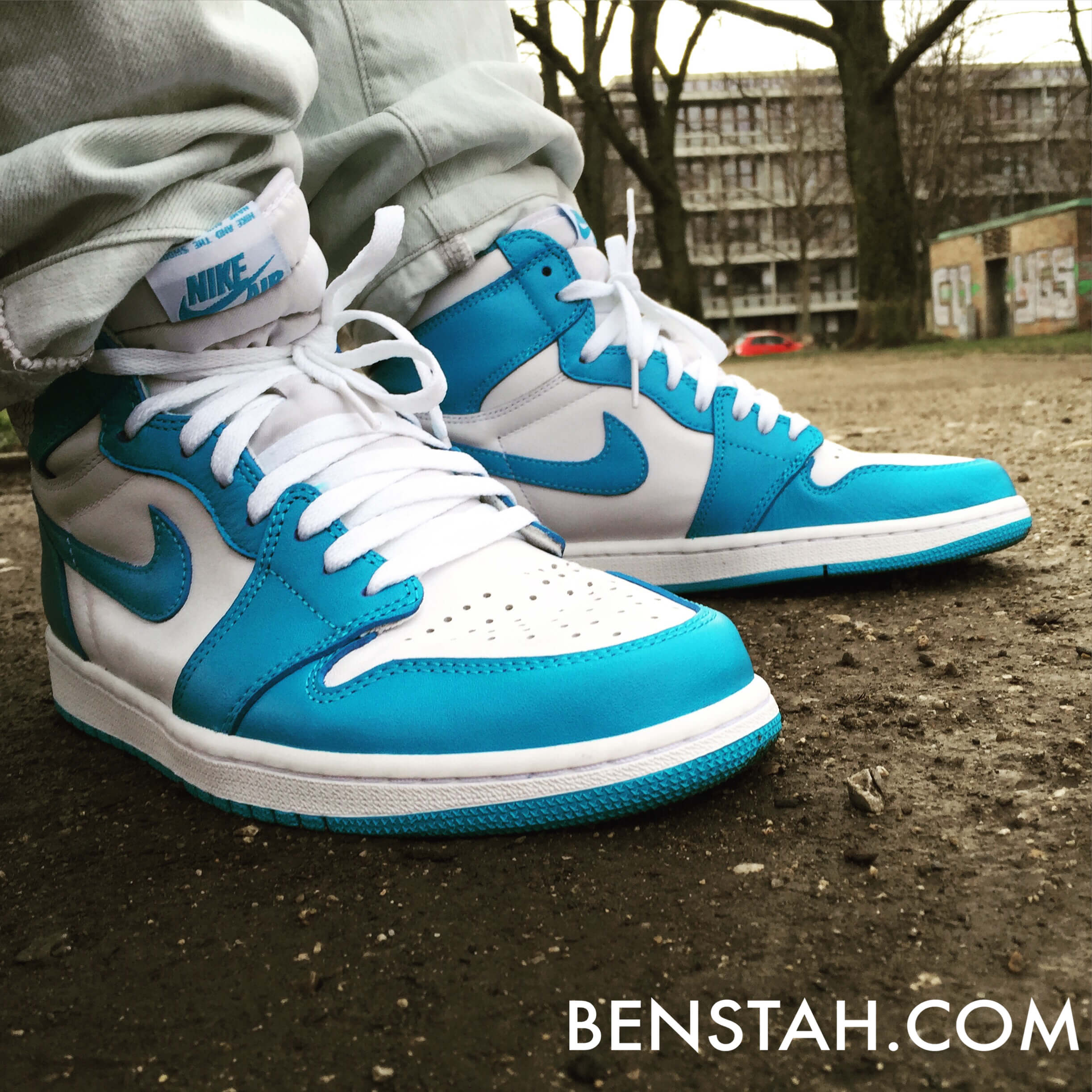 Air-Jordan-1-OG-UNC-Side-View-Benstah-Onfeet
