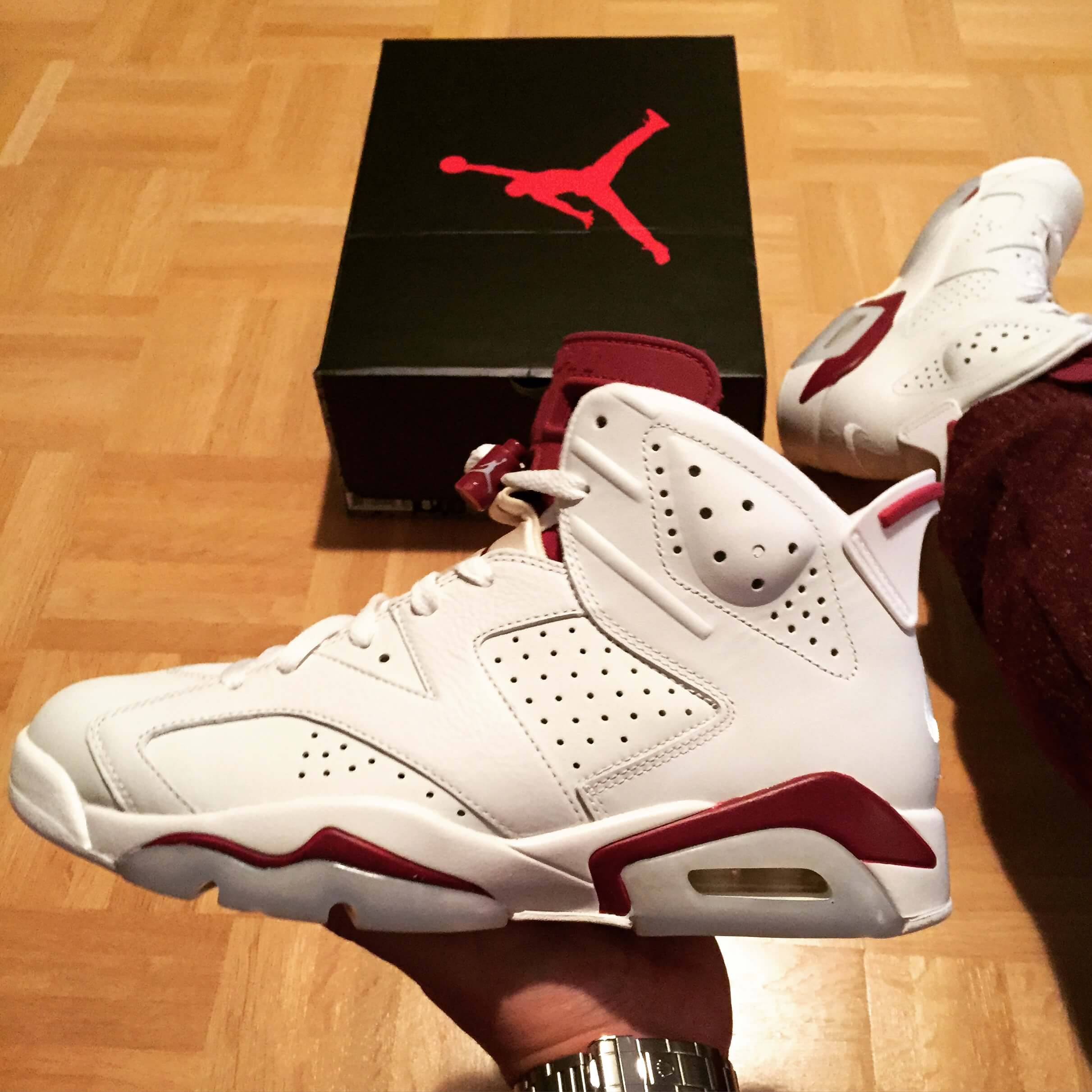 Air-Jordan-6-Maroon-Top-View-Benstah-Onfeet