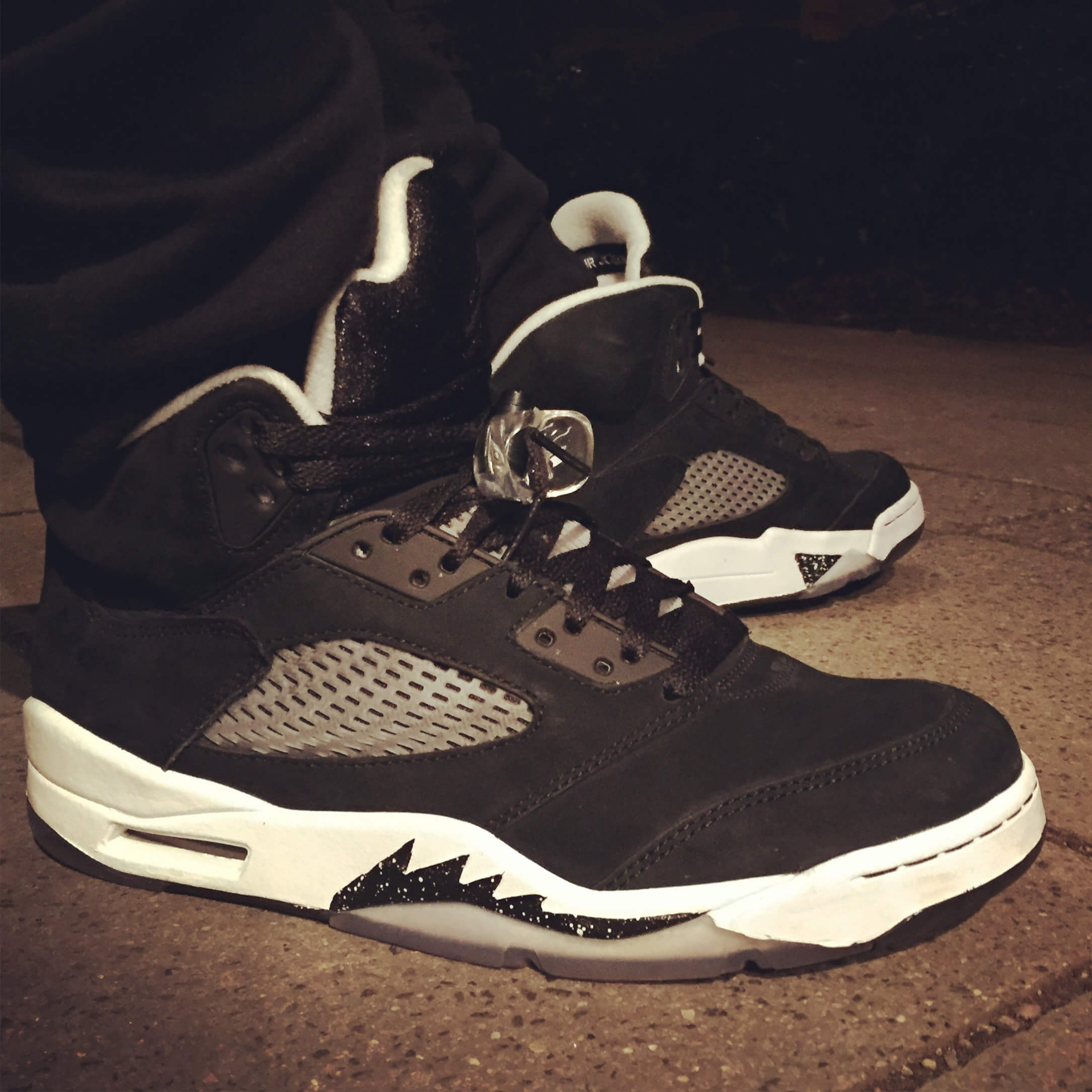 Air-Jordan-5-Oreo-Side-View-Benstah-Onfeet